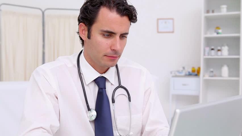 Что представляет собой вирус герпеса, кто подвержен риску заразиться?